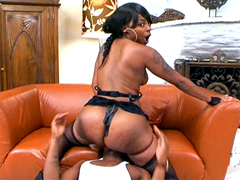 Curvy ebony girl in black lingerie facesitting and gets pussy fucking
