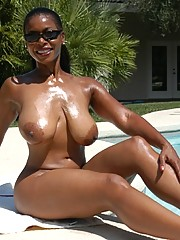 Black mature Semmie Desuora stripping..