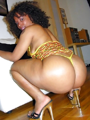 Ebony housewives piddle at home, naked..