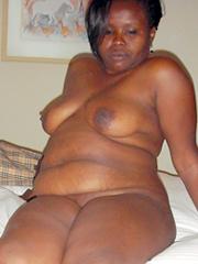 Nude redhead posing