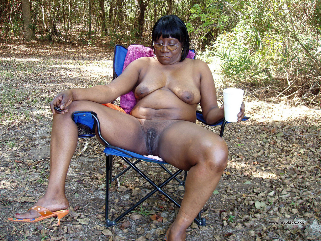 amateur ebony wife standing nude